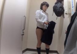 【JK生着替え盗撮】バイトに行く前に制服から着替えたJKちゃんの新しい下着からおしっこの様子までを丸々盗撮♡の画像