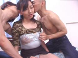 【無修正】鈴木純子 四十路熟女が初めての複数プレイの画像