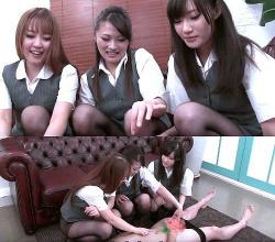M男情報  3人のOL嬢にペニスをいじられるの画像