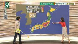 和久田麻由子アナ スリットから太ももチラ見え!の画像