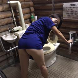 【便女虫】公衆トイレで撮影して性行為とか・・・虫かな?の画像