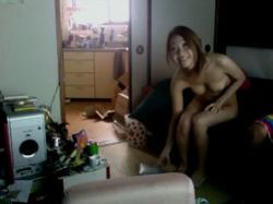 【隠撮動画】リアル昼顔妻!夫の仕事中に自宅に男を連れ込んでニコニコでハメ撮りするギャル妻!