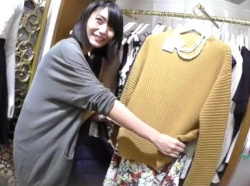 【隠撮動画】超綺麗なお姉さん風の美人ショップ店員さんの盛りマンがエロいパンチ映像がコレwww