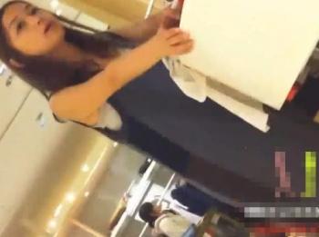【隠撮動画】まさしくビューティフルな美人ショップ店員のお姉さんのパンチラ映像が拡散!!