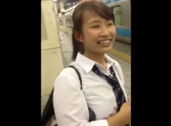 【HD隠撮動画】めっちゃ可愛い制服女子校生に声掛けして危険すぎた捲りパンチラとか!!