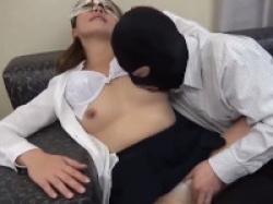 【無修正】熟年カップルが人前で刺激的なマスカレードセックス!の画像