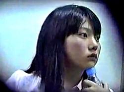 電車で放心状態のロリ顔リクスーJDのデルタゾーンを赤外線盗撮でパンチラ盗撮(動画あり)の画像