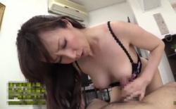 澤村レイコ 美巨乳熟女妻が執拗な手コキやフェラチオを繰り返すの画像