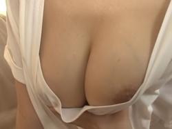 【三原ほのか】おっぱい好きでしょ…胸チラ乳首チラで誘ってくるエッチ好きな巨乳お義姉ちゃんがエロすぎるwの画像