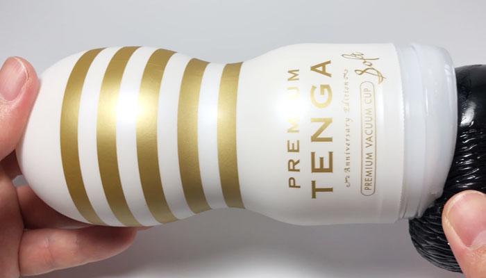 PREMIUM TENGAソフトにディルドを挿入した画像